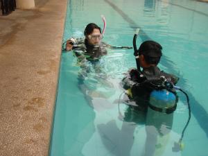 ダイビング資格のためのプール実習