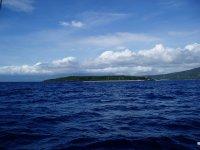 移動の途中で見えてきたスミロン島