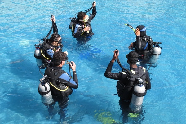 フィリピンでダイビングの免許取得なら初心者でも安心。ラッキーダイブへ。